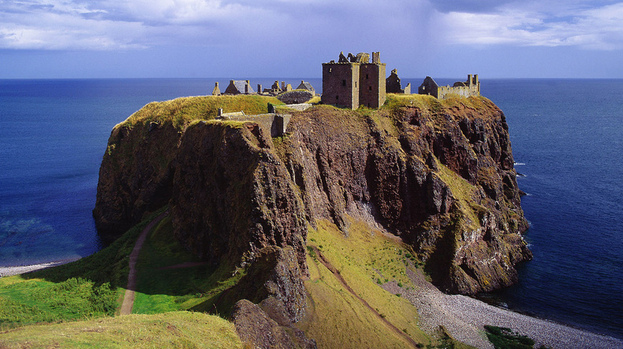 103446-dunnottar-castle-near-stonehaven-in-aberdeenshire-in-warmer-times